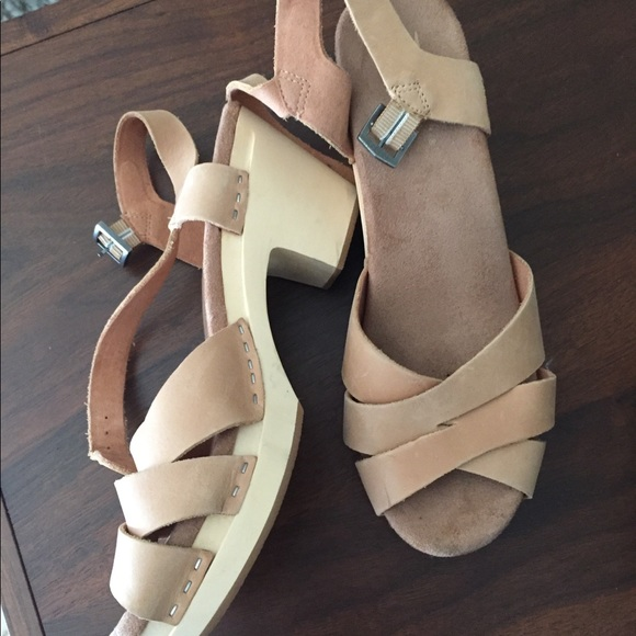 2a6aed5b064 Toms Shoes - Clogs heels toms tan new-ish wooden wood